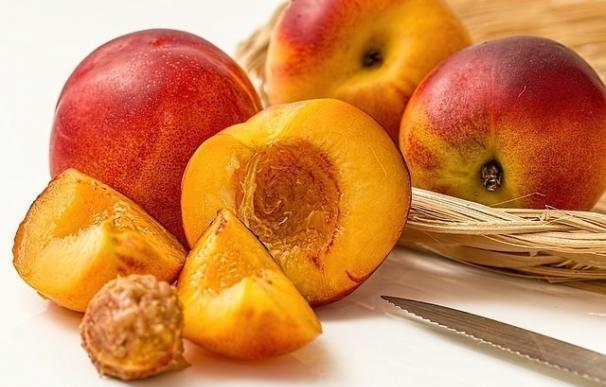 El sector de la fruta de hueso podrá retirar desde mañana hasta 19.550 toneladas más de producto