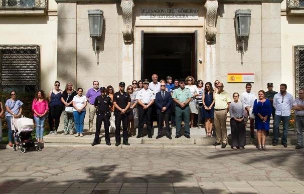 """Los ayuntamientos de Extremadura guardan un minuto de silencio por la víctima de """"violencia de género"""", Sofía Tato"""