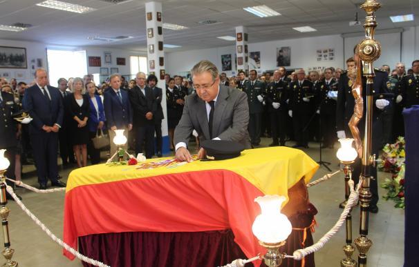 Zoido encabeza una emotiva despedida a Blas Gámez, el subinspector de Homicidios muerto a puñaladas en Valencia