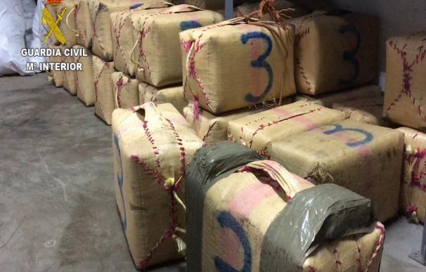 La Guardia Civil impide el desembarco de 1.530 kilos de hachís en Gran Canaria y detiene a siete implicados