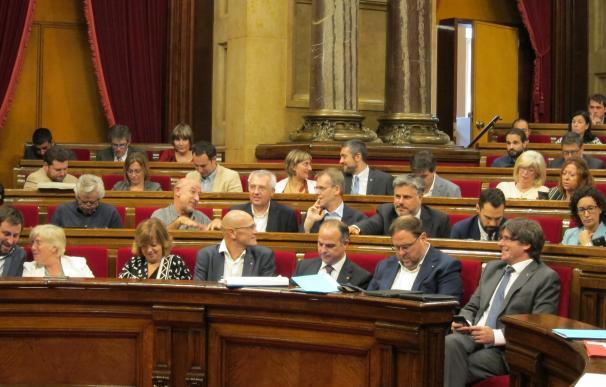 """Puigdemont promete firmeza para lograr el referéndum y critica """"amenazas"""" del Gobierno"""