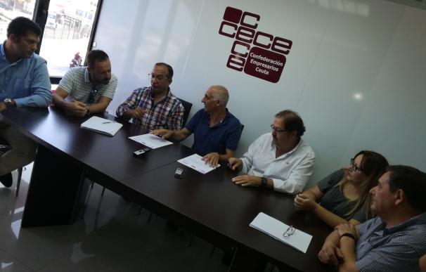 """Patronal y sindicatos exigen medidas """"urgentes"""" para evitar que el caos fronterizo asfixie a Ceuta"""