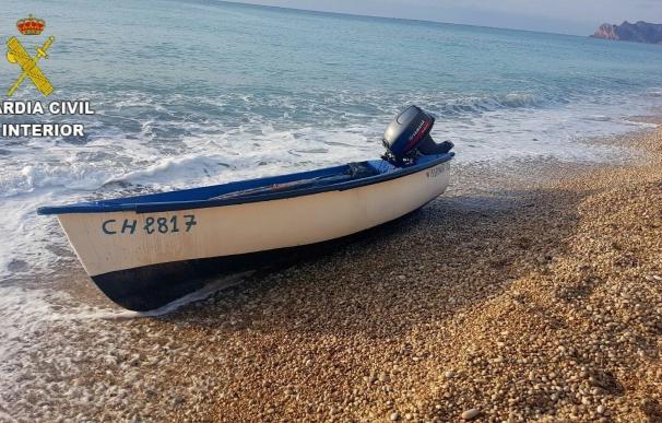 """Zoido asegura que la Guardia Civil seguirá protegiendo las fronteras y a """"todos aquellos que se encuentren en el mar"""""""