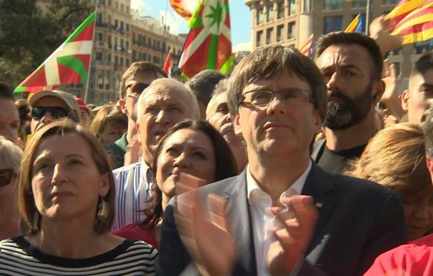 """Puigdemont sigue abierto a negociar con Rajoy """"hasta el último minuto"""""""