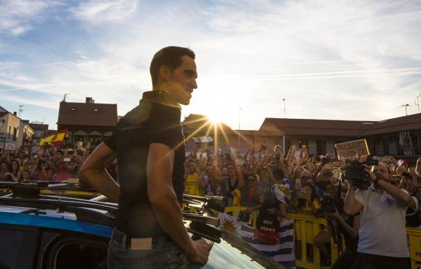 """Más de 4.000 personas homenajean a Alberto Contador en Pinto con un """"hasta siempre"""""""