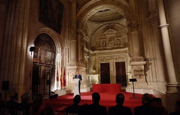 """El Rey Felipe rinde tributo """"al talento"""" cultural de España bajo el """"símbolo artístico"""" de la Catedral de Cuenca"""