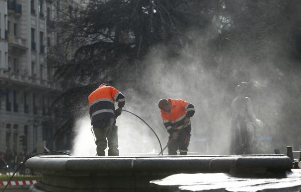 Madrid duplica las calles que se limpiarán diariamente en Centro, Chamberí y Tetuán, con 118 operarios más