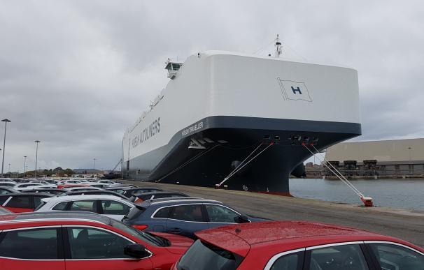 Fomento garantizará a los estibadores seguir manipulando los vehículos en los puertos