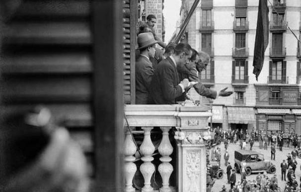 Proclamación de la Segunda República por Francesc Macià en el balcón del Palau de la Generalitat.