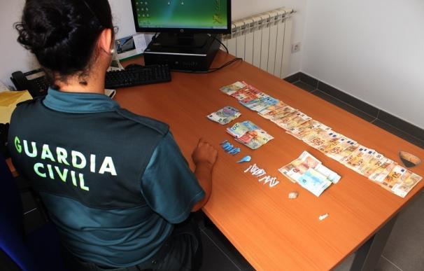 Detienen a tres personas con 42 dosis de droga en un intercambio en el poblado de O Vao, en Poio (Pontevedra)