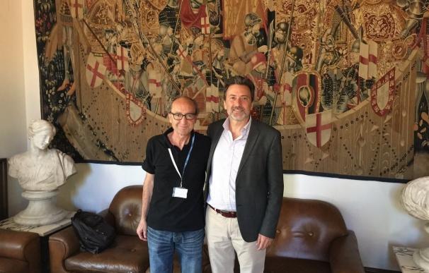Valiente se reúne con el escritor turco Dogan Akhanli y le traslada solidaridad municipal y el rechazo a la extradición