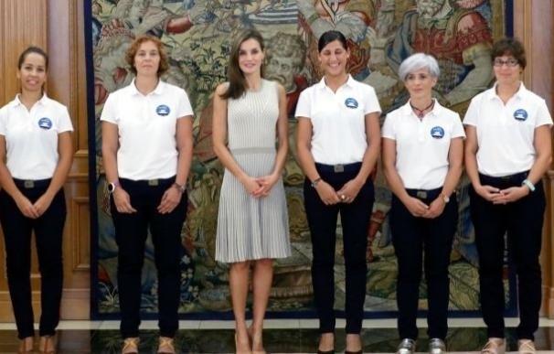 La Reina recibe a cinco mujeres que harán una expedición al Ártico después de haber superado el cáncer