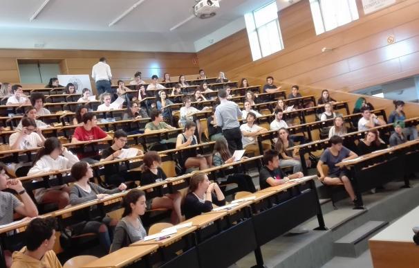Más de 4.800 alumnos se examinarán de la EvAu en las seis universidades madrileñas a partir del próximo martes