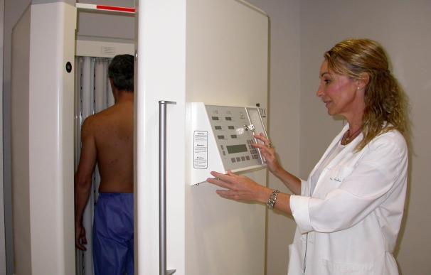 Fototerapia del Valme realiza 12.000 tratamientos para lesiones cutáneas en tres años de funcionamiento