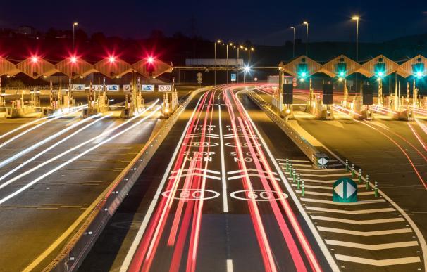 Abertis abre en la autopista AP-7 el primer peaje sin barreras de España