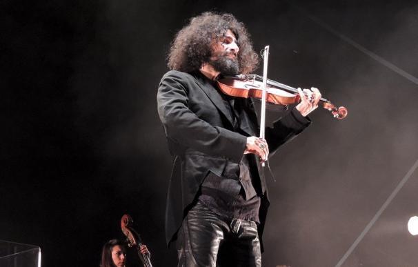 El violinista Ara Malikian toca piezas de Paco de Lucía, Led Zeppelin y Bowie ante 2.300 personas en Zafra (Badajoz)