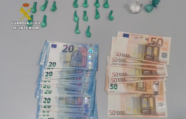 Guardia Civil sorprende a un individuo que dirigía punto de venta de drogas en la zona de ocio de Pliego