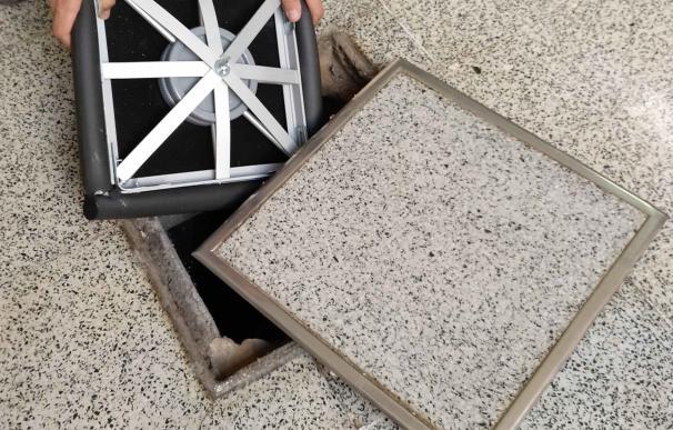 Patentan una tapa elástica que evita el escape de gases y los malos olores de arquetas y pozos