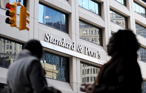 Standard and Poors rebaja a negativa la perspectiva de la deuda rusa