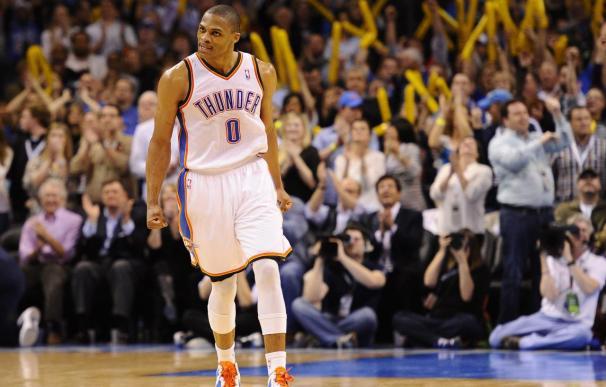 119-104. Westbrook y Durant siguen con la magia encestadora