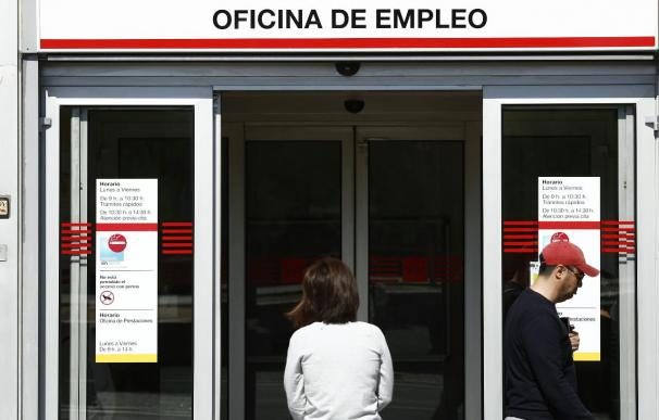 (Ampliación) El Gobierno eleva un 10,2% el gasto en desempleo para 2014, hasta 29.429,3 millones