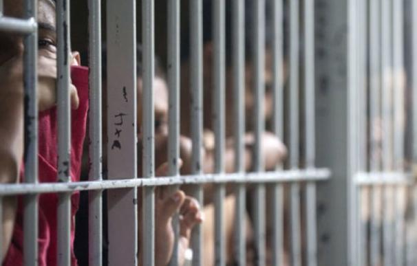 Los funcionarios de prisiones denuncian un proceso de privatización encubierto (Foto: AFP)