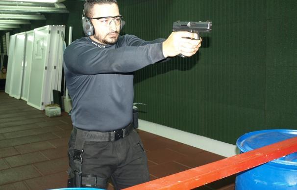 Los sindicatos policiales advierten que no se pueden enfrentar con una pistola a yihadistas con armas largas.