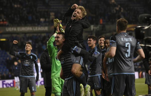 Los jugadores del Celta celebran el histórico pase a semifinales.