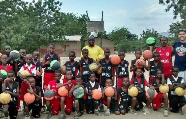 'Basket4all': el baloncesto como excusa para mejorar las condiciones de vida de los niños más pobres de Tanzania