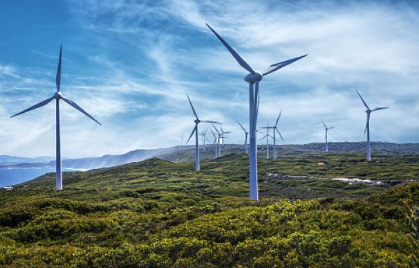 La energía eólica permitirá que la mayoría de vecinos en un pueblo gallego no paguen la energía de sus casas.