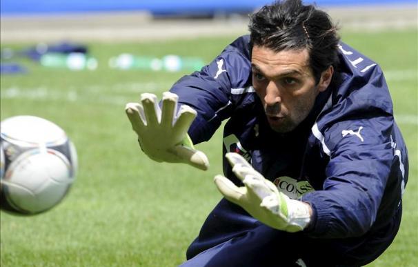 Buffon en un entrenamiento con su selección