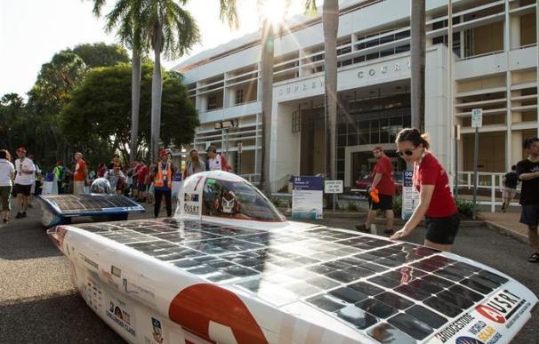 Coches solares en el World Solar Challenge de Australia