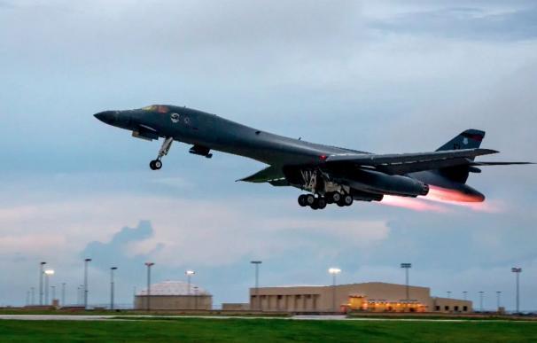 EE.UU. sobrevuela con bombarderos Corea del Norte en la última muestra de fuerza