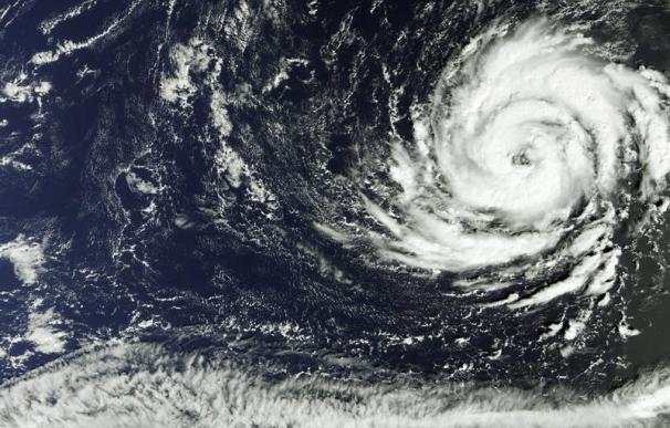 Fotografía facilitada por la Agencia Espacial Europea del huracán Ofelia