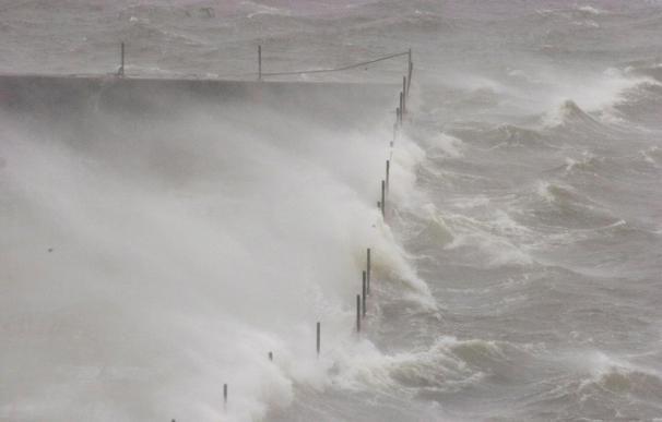 """Ophelia"" recupera su fuerza de tormenta tropical"