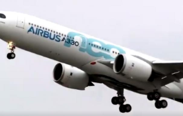 Primer vuelo de prueba del A330neo, versión mejorada de un avión Airbus