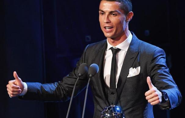 Fotografía de Cristiano Ronaldo recibiendo el premio 'The Best'