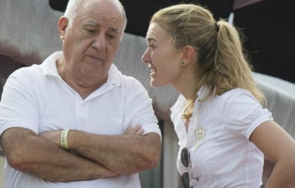 Amancio Ortega, propietario de Inditex, que aparece en la lista 'Forbes' de multimillonarios, y su hija Marta / EFE
