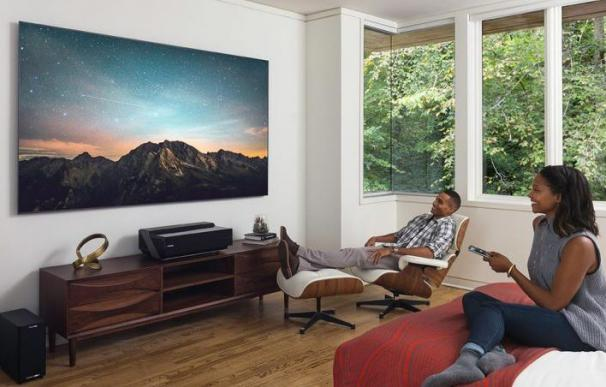 Hisense lanza una alucinante televisión/proyector 4K láser de 100 pulgadas