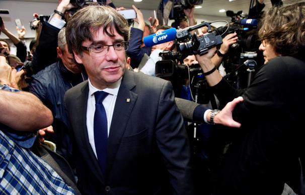 Puigdemont se rebela, dice que no abandona el Govern y encara el 21-D