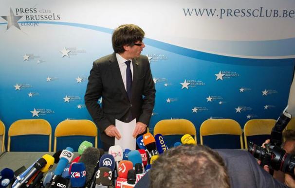 El expresidente de la Generalitat Carles Puigdemont, a su llegada a la rueda de prensa que ofreció en el 'Press Club Brussels (EFE/ Horst Wagner)