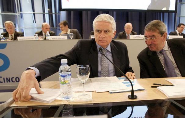 Paolo Vasile y Alejandro Echevarría, consejero delegado y presidente de Mediaset. (EFE)