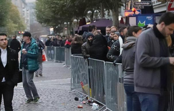 Largas colas en Alemania para comprar el nuevo iPhone X