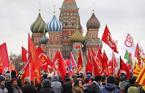 Ofrenda floral en el mausoleo de Lenin por el centenario de la Revolución Rusa