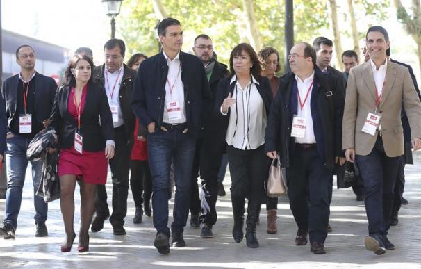 """Los barones dan su apoyo a Sánchez y avalan la """"transversalidad"""" de Iceta"""