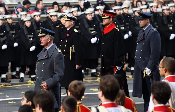 El príncipe Carlos sustituye a Isabel II
