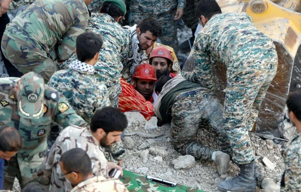 Un devastador terremoto causa más de 400 muertos en el oeste de Irán