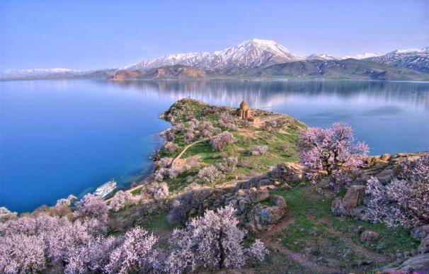 Fotografía del lago de Van en Turquía.
