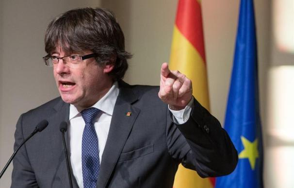 """Puigdemont llama a dar un """"clamor unitario"""" en la manifestación de mañana"""