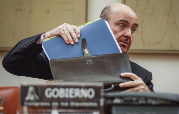 El ministro de Economía, Luis de Guindos, durante su comparecencia ante la Comisión de Economía del Congreso